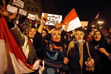 Photo of تنظم مؤتمراً حول دور المرأة العاملة فى الثورة